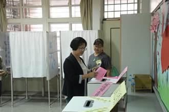 王惠美飛奔陪柯呈枋張瀚天投票 陳秀寶黃秀芳帶著笑容投票