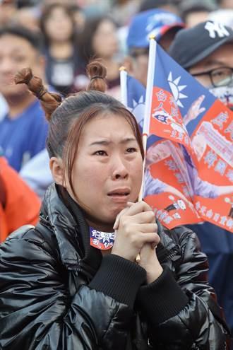 韓國瑜暫落後 女韓粉握緊雙手激動落淚
