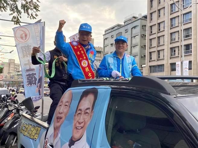 國民黨立委候選人賴士葆(左)昨和國民黨副主席郝龍斌(右)一起車隊掃街。(資料照片,游念育攝)