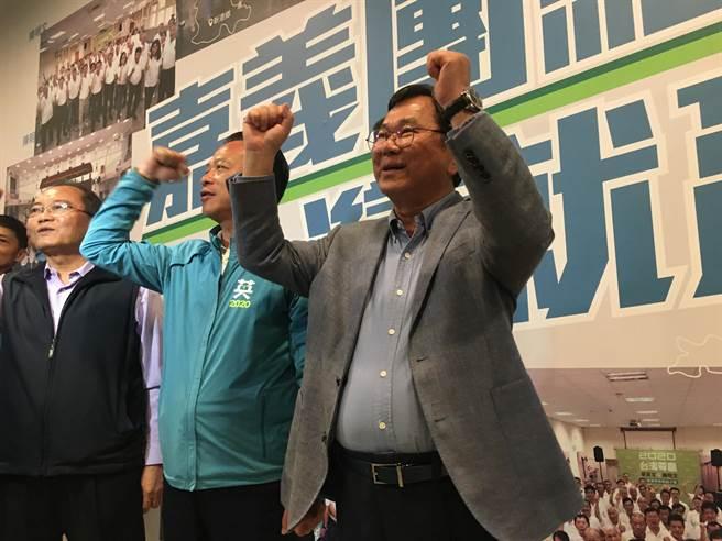 陳明文完成立委四連霸,下午6點50分左右自行宣布當選。(張亦惠攝)
