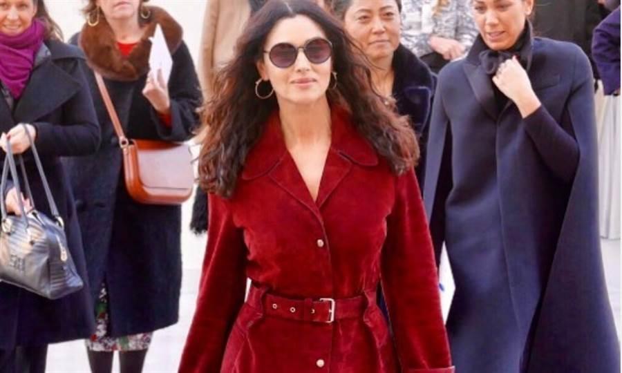 55歲的義大利女演員莫妮卡.貝魯奇被譽為義大利「國寶級女星」。(圖取自莫妮卡.貝魯奇官方IG)