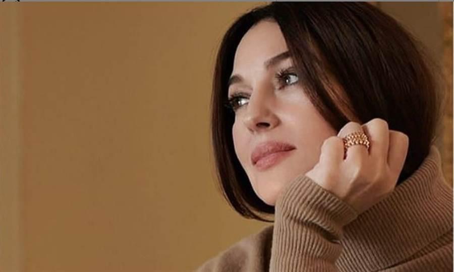 莫妮卡.貝魯奇經歷兩段婚姻,她說離婚後活得更踏實。(圖片來源/莫妮卡.貝魯奇官方IG)
