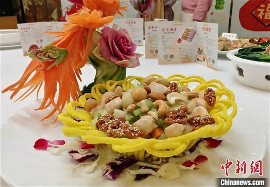 廣東推10道經典粵菜。圖為「添丁添財」錦繡腰果雞丁。(取自中新網)