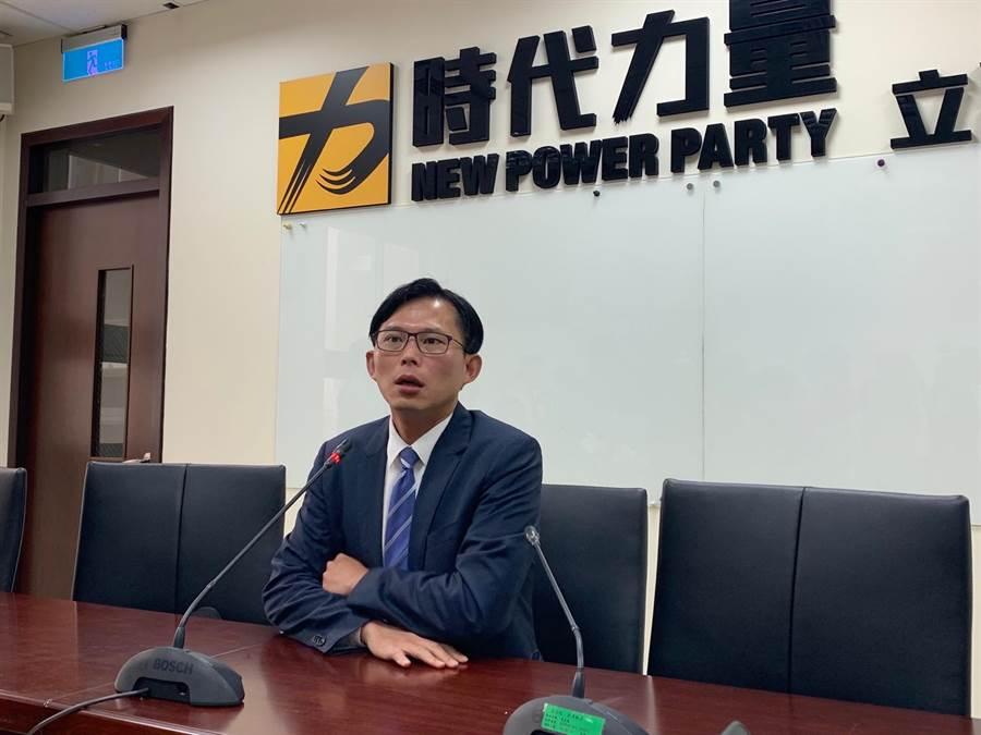 時代力量立委黃國昌以一席之差無法續留立法院,黃國昌晚間透過臉書透露自己的下一步。(報系資料照)