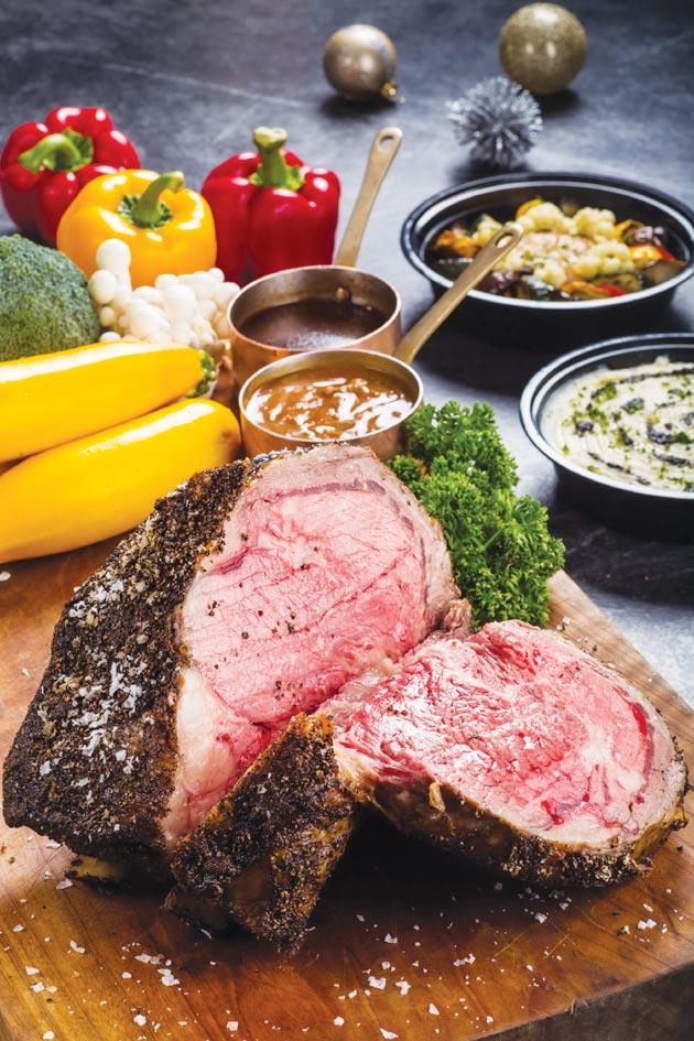 台北晶華酒店的西式年菜〈爐烤戰斧牛排〉,可供六至八人享用,每份8,888元,上桌很有氣勢。圖/台北晶華酒店