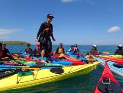 離島教師張祖德  讓獨木舟成為海上教室