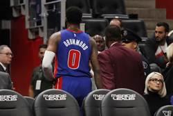 NBA》有夠沒品!德拉蒙球砸對手遭驅逐