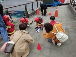 新莊消防園遊會 小朋友開雲梯車尬車