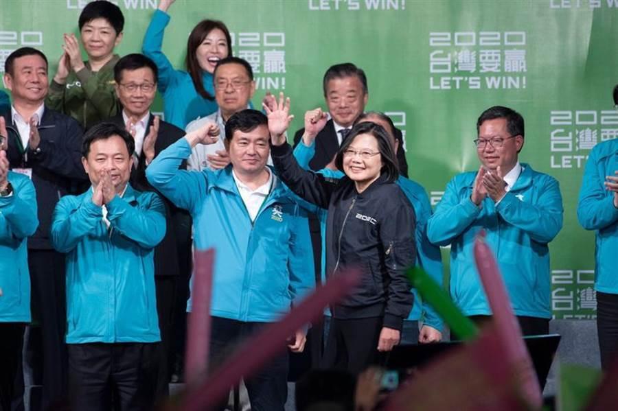 總統蔡英文以817萬票高票連任後,第一個行程就是接見AIT台北辦事處處長酈英傑,溝通台美關係。(資料圖)