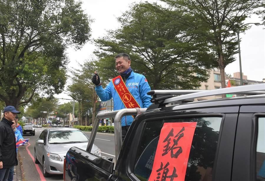 國民黨立委林為洲12日展開謝票,他語重心長地分析國民黨在11日大選中失敗的原因,認為改革勢在必行。(莊旻靜攝)
