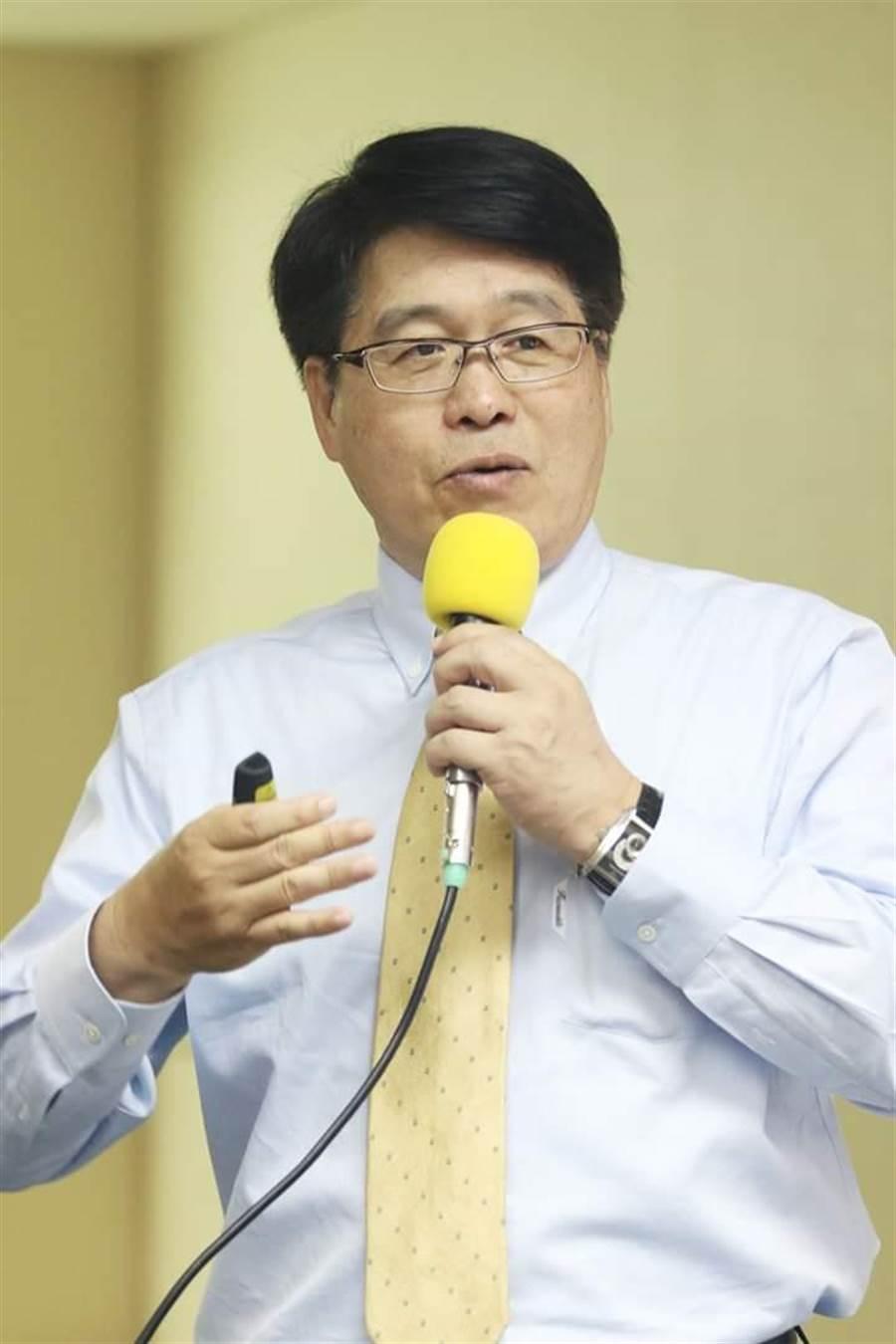 台灣民意基金會董事長游盈隆。(取自游盈隆臉書)