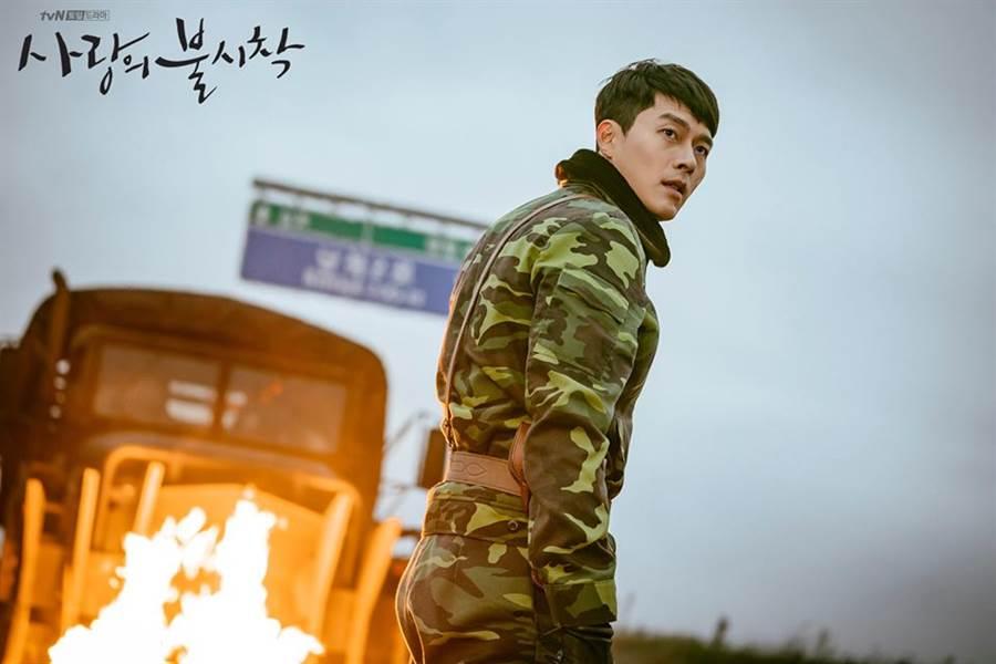 韓劇《愛的迫降》討論度超高,男神玄彬飾演的北韓大尉劇中名字也受到討論。(圖/翻攝自TVN Dream FB)
