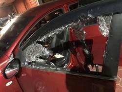 超車遇3煞攔截砸車  車上2幼童嚇呆爆哭