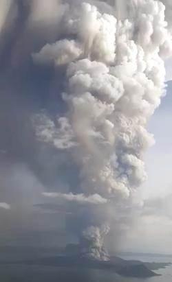 塔爾火山噴發,馬尼拉全市進入高度戒備