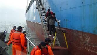 大陸船員作業釀意外 遭斷雙指海巡急救援