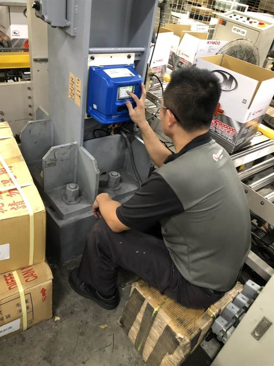 學員操作及保養機台以確認機台正常運作。(圖/勞動部提供)