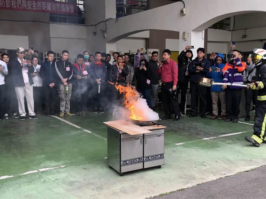 年關近,桃市消防四大隊辦演練強化災害應變。(消防局提供/呂筱蟬桃園傳真)