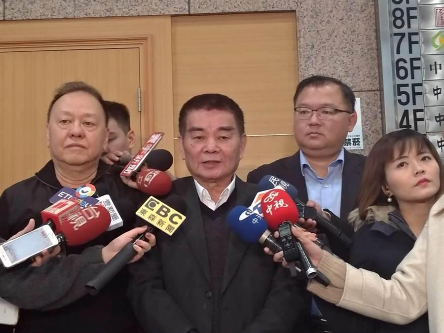 國民黨中常委李昭平 (左起)、姚江臨及李德維連袂表達立場。(黃福其攝)