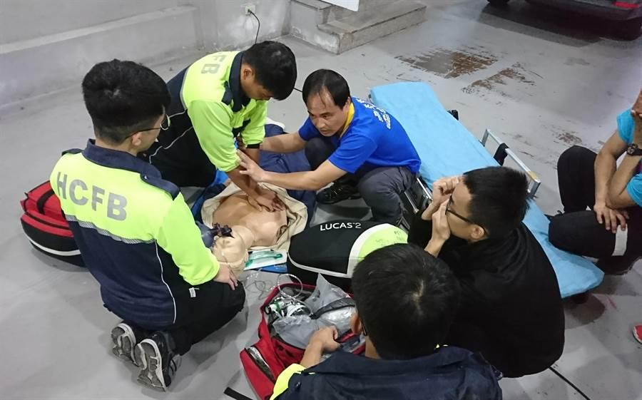 新竹市消防局2019年緊急救護案件到院前無呼吸、心跳的OHCA患者,起死回生救活率、康復出院率均創歷年新高。(陳育賢攝)