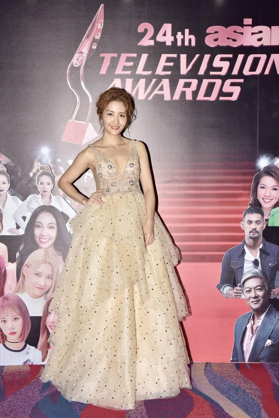 李宣榕美美地盛裝出席亞洲電視大獎,完成爸爸心願。(TVBS提供)