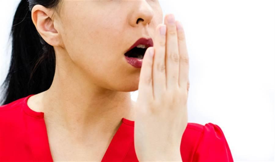 千萬別用嘴巴呼吸!錯誤呼吸方式恐讓你短命。(示意圖/達志影像)
