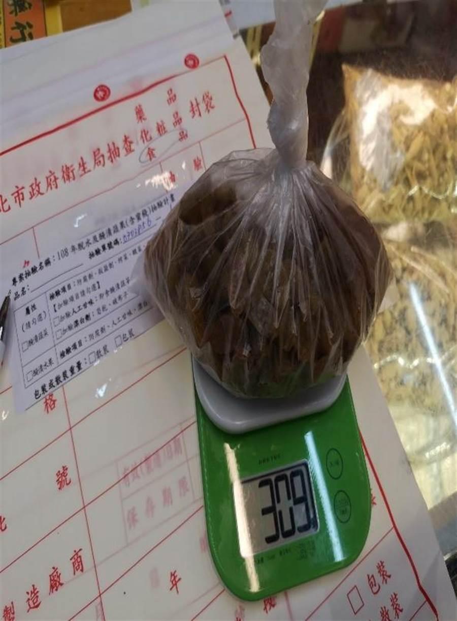 位於迪化街的台灣百安堂蔘藥行被檢出特大葡萄乾成分未標示。(台北市衛生局提供/游念育台北傳真)