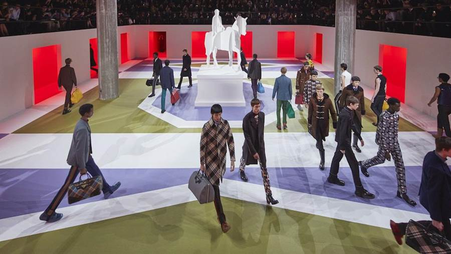 PRADA 2020秋冬男裝秀於PRADA藝術基金會的Deposito多功能大廳舉行。(PRADA提供)