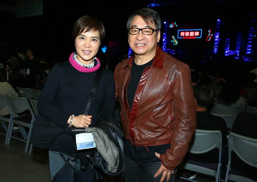 李艷秋(左)與李濤夫婦。(粘耿豪攝)