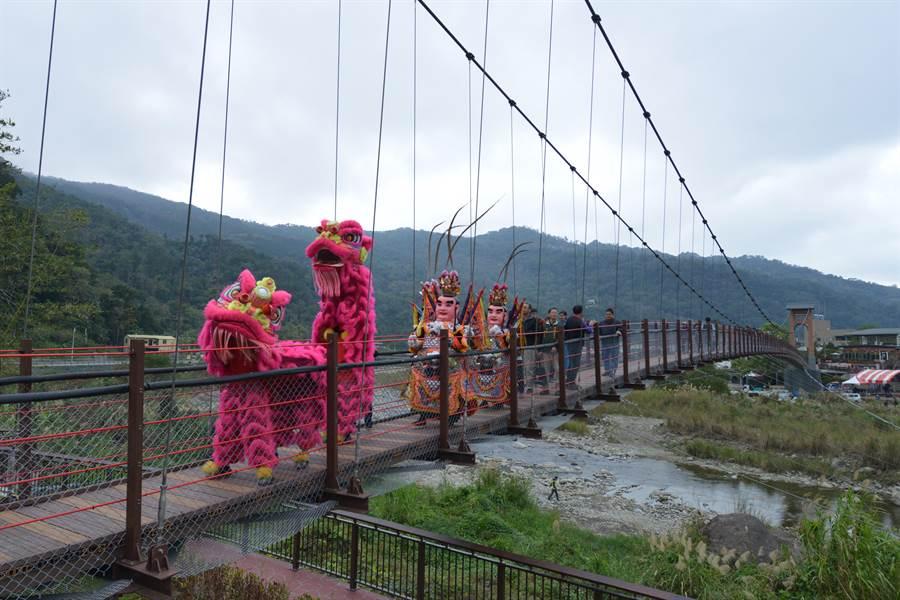 康濟吊橋13日舉辦修復啟用祈福儀式。(何冠嫻攝)