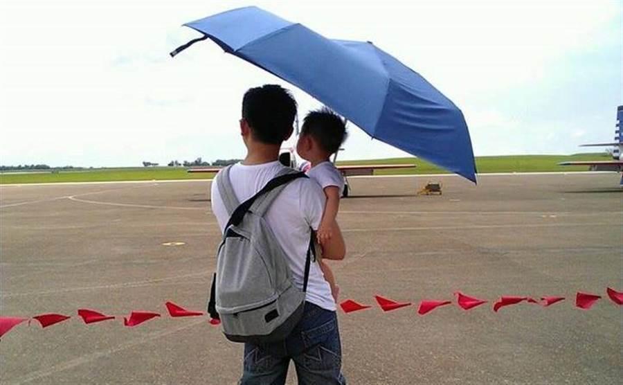 國民黨副發言人黃心華認為,年輕人愈來愈不支持國民黨,這是黨版的「少子化危機」。(圖/黃心華臉書)