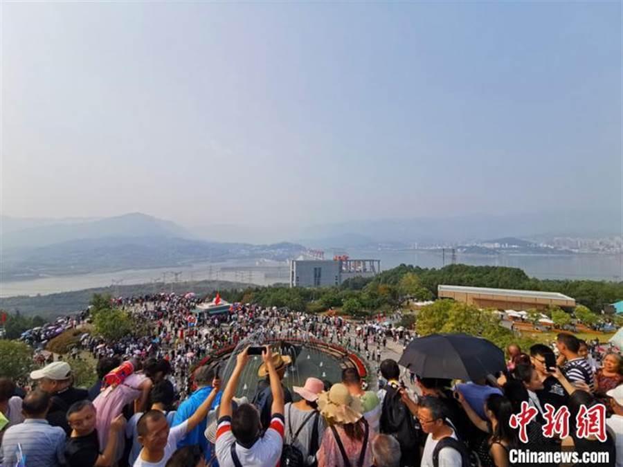 三峽大壩旅遊區2019年遊客接待量創歷史新高。(照片取自中新網)