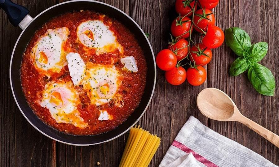 番茄烹煮後,透過加熱破壞細胞壁,會釋出更多的茄紅素,搭配油脂(橄欖油最好)更容易讓人體吸收。(圖片來源:pixabay)