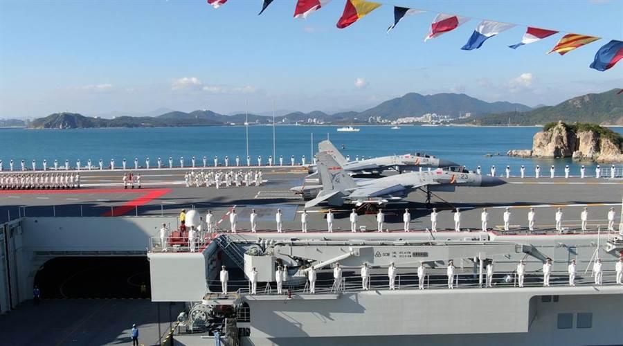 外媒認為,民進黨在獲得大選勝利之後,可能進行武力展示對台灣施壓。圖為選前2度航經台灣海峽的大陸國產航空母艦山東號。(圖/新華社)