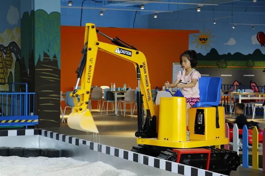 兒童交通安全教育館共有8項設施。(陳淑娥攝)