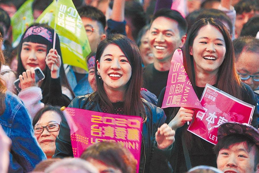 大陸一家涉台單位12日內部座談,與會人士稱,大陸沒看清楚台灣社會真實情況,沒注意到台灣年輕人投票行為已經變了,會在心裡支持、在網路聲援,但懶得去現場湊熱鬧搖旗吶喊。(黃世麒攝)