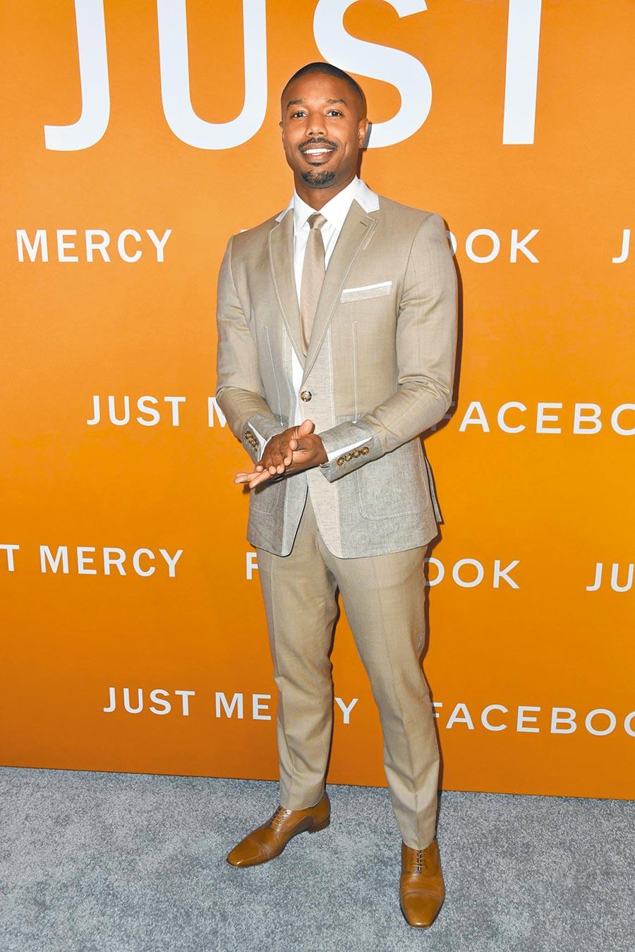 麥可B喬丹出席洛杉磯舉行首映時,選穿Burberry 2020早春西裝。(法新社)