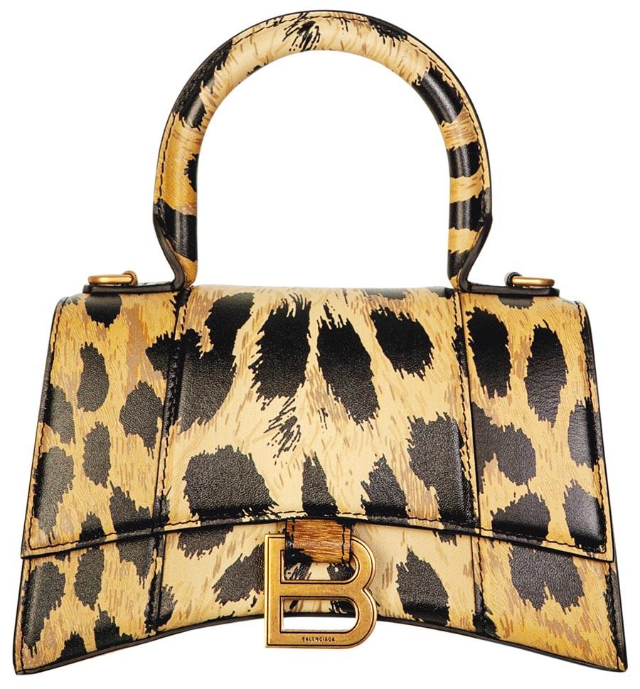 SOGO復興館獨家BALENCIAGA HOURGLASS TOP HANDLE XS迷你豹紋沙漏包,4萬9800元。(SOGO提供)