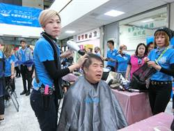 髮型業者年義剪破萬人次 黃偉哲大讚佛心