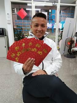 市議員陳偉杰推時尚感鼠年燙金紅包袋  半小時秒殺全發光
