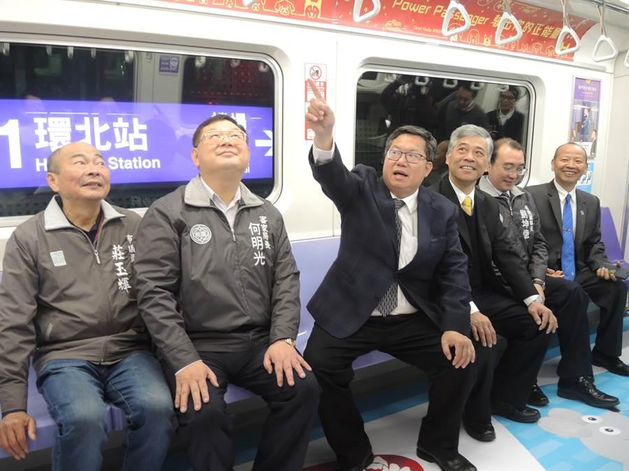 桃園市長鄭文燦(左三)支持蘇貞昌續任閣揆。(邱立雅攝)