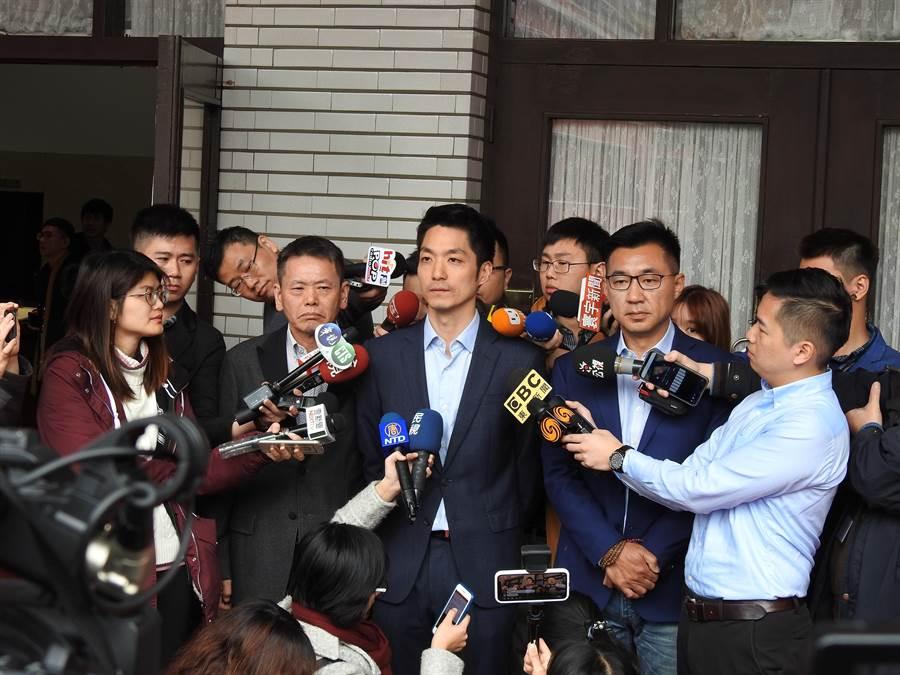 國民黨立委江啟臣今天上午偕同跟進請辭的台北市議員徐弘庭、立委蔣萬安、林為洲共同召開記者會。(趙婉淳攝)