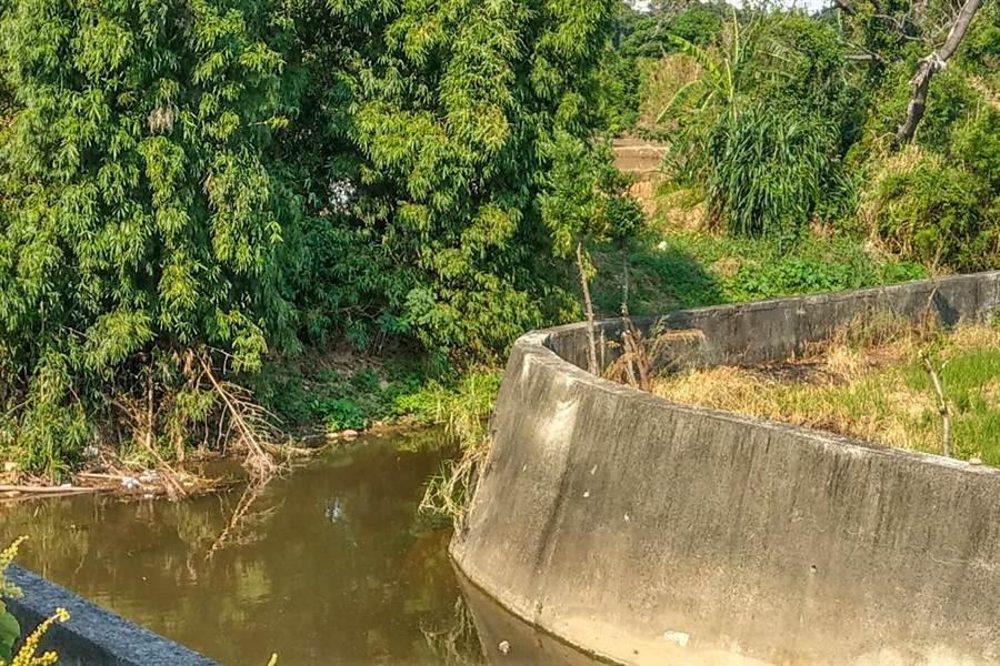 新豐鄉中崙支線排水護岸改善應急工程,預計3月發包年底完工。(縣府提供/羅浚濱新竹傳真)
