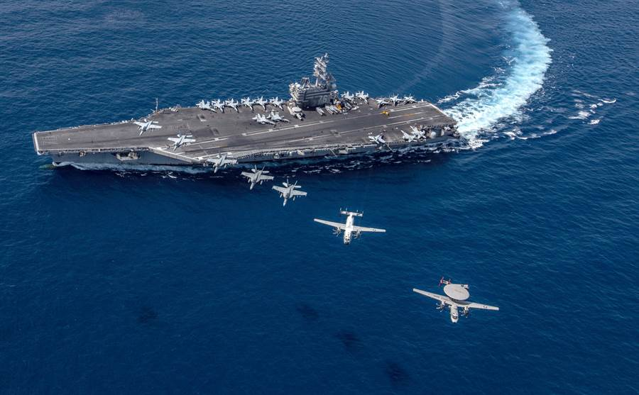 「雷根」號航母2019年10月9日部署南海,艦載機從航母起飛的畫面。(美國海軍)