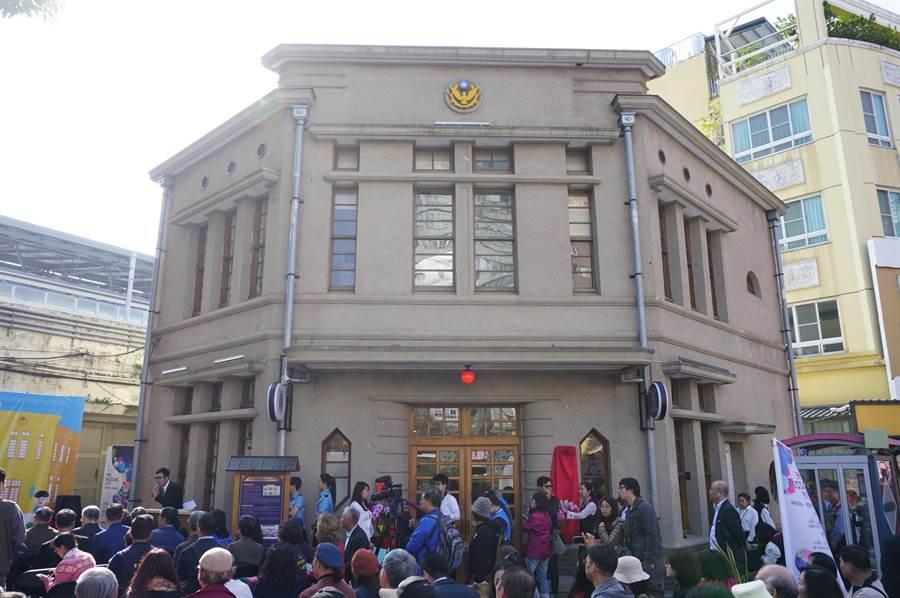 建於日據時期的頂街派出所華麗轉身,委由人文國際公司規劃成「A.D.1936藝文珈琲」。(王文吉攝)