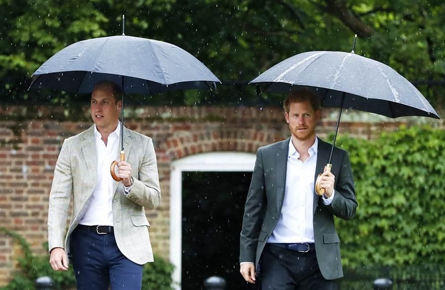 英國《太陽報》披露,威廉與哈利自2019年7月大吵過一架後,關係就降至冰點,至今未修復。(圖/美聯社)