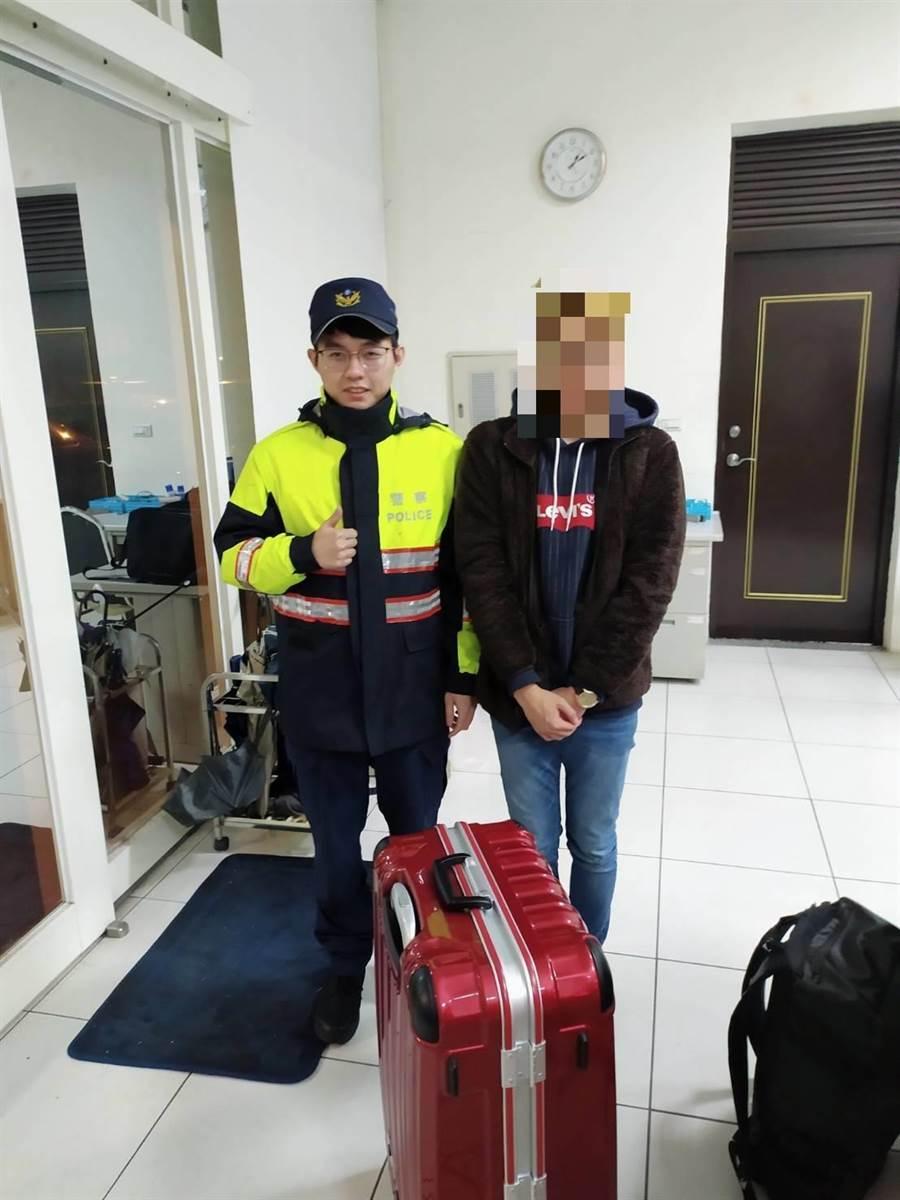 19歲的日本留學生準備搭捷運返國,孰料睡著坐過頭、盤纏用盡,急赴蘆竹交通分隊求援。(警方提供/蔡依珍桃園傳真)