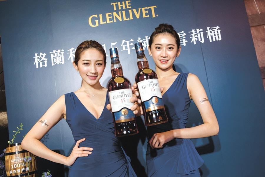 封藏15年,獨獻台灣100%珍稀Oloroso雪莉桶,開創純淨飽滿,極致平衡的重雪莉新風貌的「格蘭利威15年雪莉桶單一麥芽蘇格蘭威士忌」。建議售價1,680元。圖/業者提供