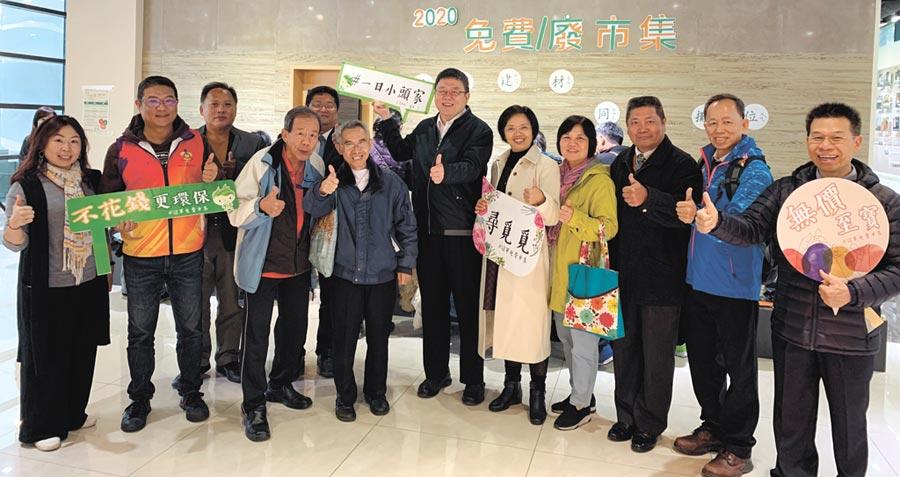冠軍建材執行副總王開明(右六)與各協會代表呼籲國人踴躍參與免費市集活動,讓二手物品發揮利用的價值。圖/業者提供