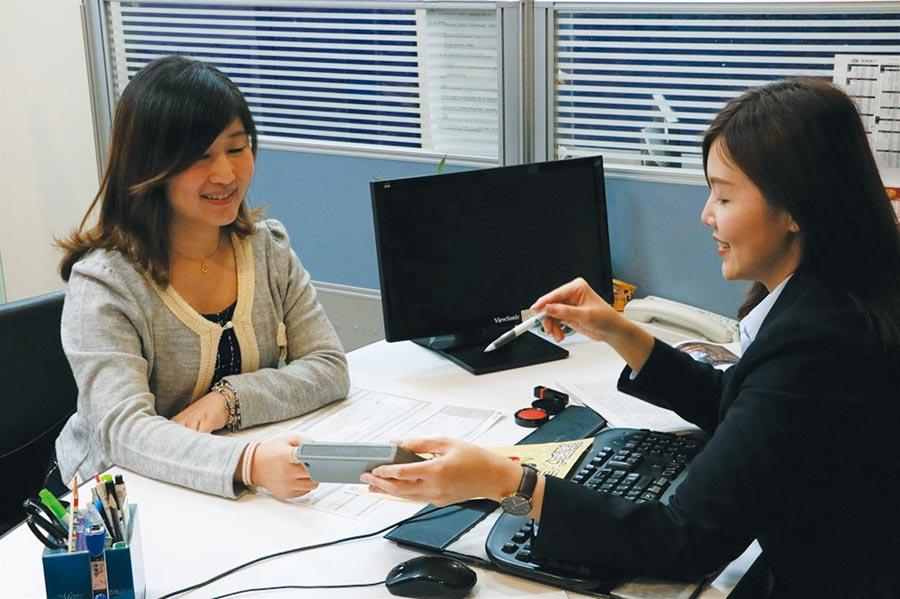 「瑞興大三元外幣優惠專案」提供瑞興客戶全年度不限次數提領特定外幣免收匯差手續費之優惠。圖/瑞興銀行提供