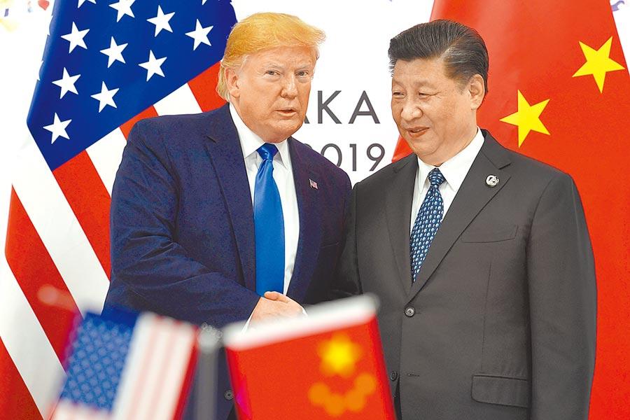 陸美在貿易戰態勢雖已和緩,但只要美國遏止大陸崛起意圖沒有改變,未來台灣問題很可能成為陸美間新一波角力重點。圖為習近平和川普。(美聯社)